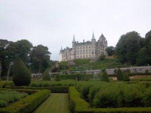 Märchenschloss Dunrobin Castle vom Schlossgaren aus