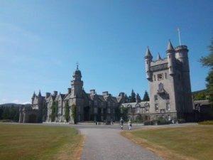 Balmoral Castel von rechts ...
