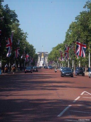 """""""The Mall"""" zum Sitz der Queen, dem Buckinham Palace"""