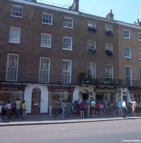 Vor dem Sherlock-Holmes-Museum