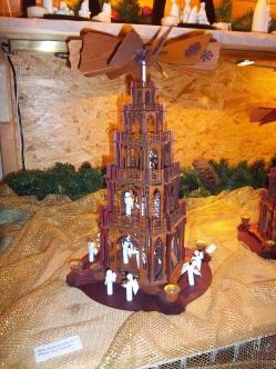 Weihnachtspyramide etwas modern ausgelegt