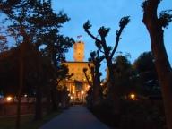 Schloss Montfort in der Abenddämmerung