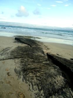 Eine sogenannte Stricklava-Spur am Strand