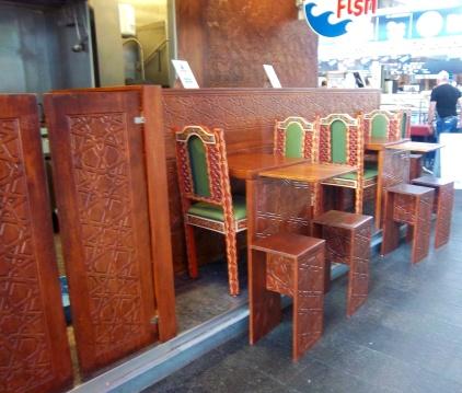 Auch im asiatischen Stil kann man hier essen