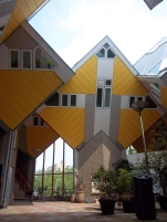 Im Innenhof der Kubushäuser