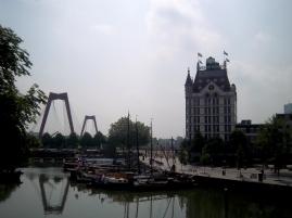 Het Witte Huis und die Willemsbrug vom Oude Haven aus