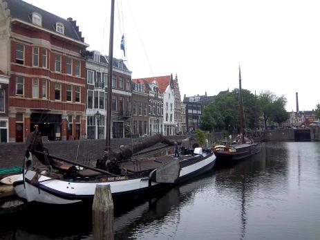 Viele Hausboote liegen hier