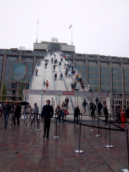 Die riesige Treppe aufs Großhandelsgebäude