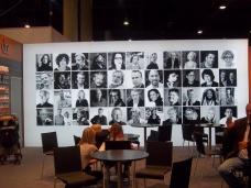 Bildwand der Autoren bei DTV