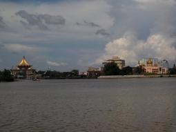 Panoramablick vom Vorort auf Kuching