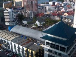 Von meinem Hotelzimmer kann ich direkt auf das TopSpot-Seafood-Centre heruntersehen