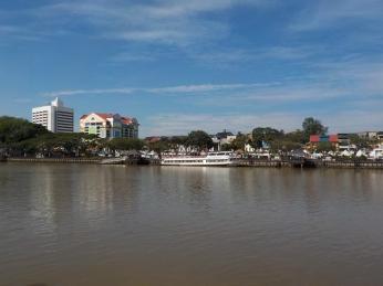 Blick auf die Waterfront von Kuching