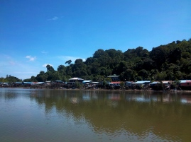 Das Fischerdorf, bei dem wir gestern schon waren, heute bei Ebbe