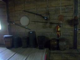 Im Inneren des Bidayuh-Langhauses
