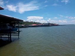 Blick auf das Fischerdorf von Sandakan