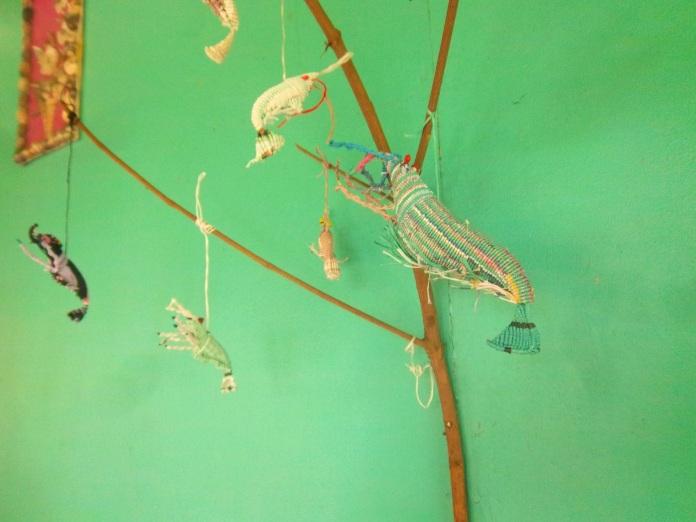 Garnelen, gebastelt aus Plastikstreifen