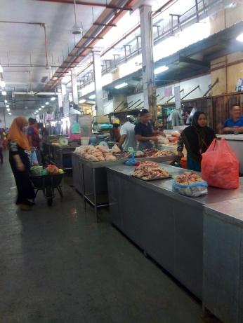 Geflügelabteilung im Markt von Sandakan