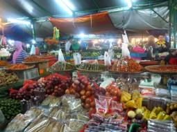 Ich mag diese Fülle an Obst, Gemüse und Gewürzen