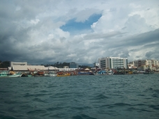 Blick auf Kota Kinabalu vom Wasser aus