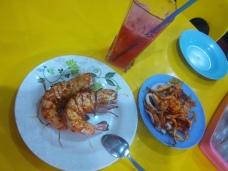 Mein heutiges Abendesse: Riesengarnelen, Tintenfisch und Wassermelonensmoothie