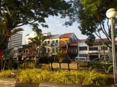 Blick auf die Häuser an der Waterfront