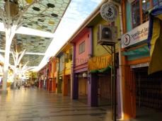 Verdammt bunt: Indische Marktstraße in Kuching