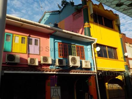 Fröhliche Häuserfronten
