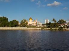 Wieder vorbei an der tollen Moschee