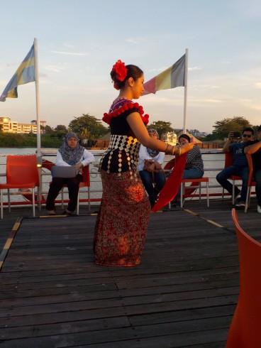 Tanzvorführung auf dem Schiff