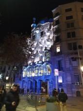Nachts ist die Casa Batllo toll beleuchtet