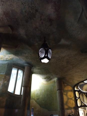 Futuristisch und altmodisch zugleich diese Lampe