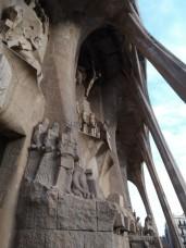 Die Passionsfassade der Sagrada Familia von außen