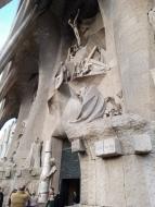 Die karge und kantige Passionsfassade