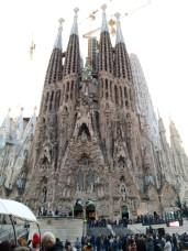 Die verspieltere Geburstfassade der Sagrada Familia