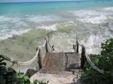 Treppe vom Hotel zum Strand