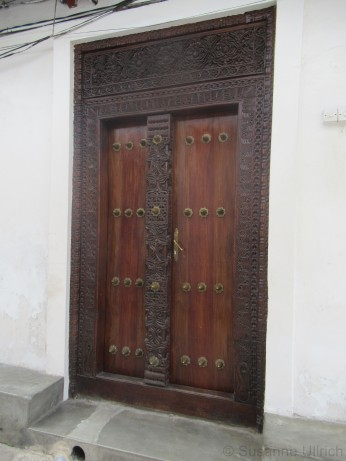 Die rechteckige Form deutet auf die indische Bauform hin