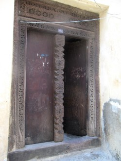 Eine vergleichsweise schlichte Sansibar-Tür