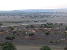 In der kargen Ebene leben die Massai