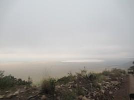 Vernebelter Blick bei der Einfahrt in den Krater