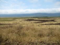 Der Kraterrand ist immer von einer Wolkenschicht umgeben